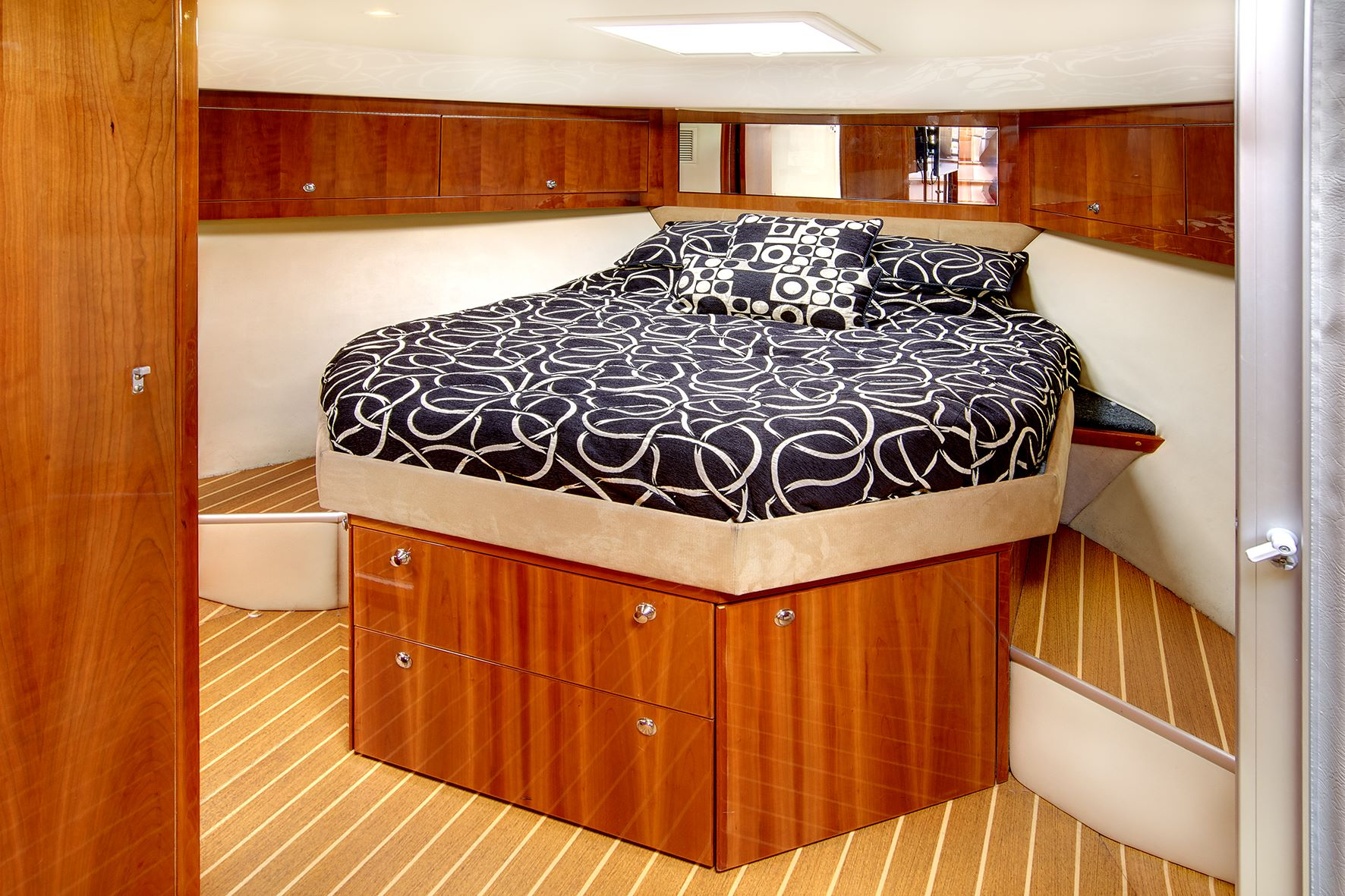 Seaduction-Sydney-Harbour-VIP-Charters-bedroom